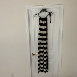 Micheal Micheal Kors Cream And Black Dress Size:S.